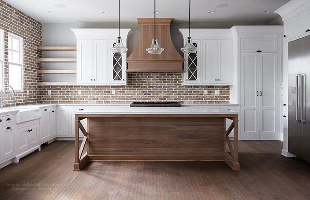 Best kitchen of the year so far! I love it when the island is perfectly centered on the range hood! Photographed for @artisansignaturehomes