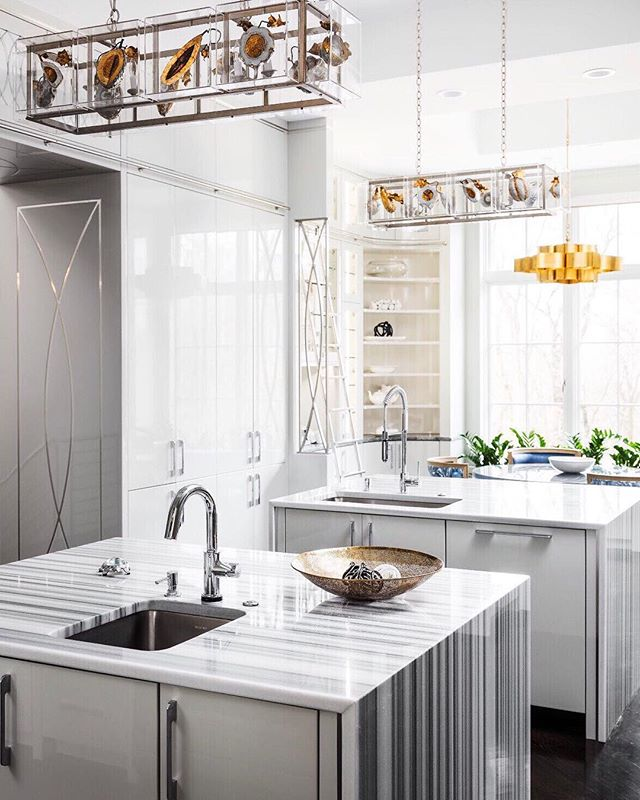 This is what I call 'unmitigated luxe', quote me on that. Double waterfall islands, subtle gold threshold trim, lacquer cabinetry...I mean, get real! You see that little ladder back there, too? Pshhhh!😍 Editorial: @topslouisville Feb 2018 Interior Design: @leerobinsoncompany .⠀ .⠀ .⠀ .⠀ .⠀ .⠀ .⠀ .⠀ .⠀ .⠀ .⠀ .⠀ .⠀ .⠀ #kitcheninspo #kitchenlife #kitchendecor #kitchengoals #kitchenideas #kitchenisland #kitchensink #kitchencabinets #interiorlovers #interiorphotography #elledecor #adstyle #houzz #artofinteriors #dreamkitchen #designbuild #designboom #instadesign #interiordecor #dezeen #hgtv #interiorstyles #interiorstyling #architecturalphotography #modernluxe #instaluxe #vogueliving
